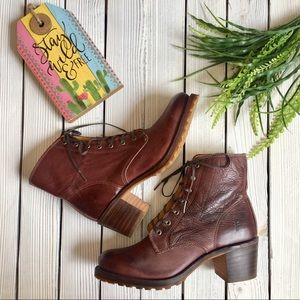 NWOT Frye Sabrina Ankle Boot